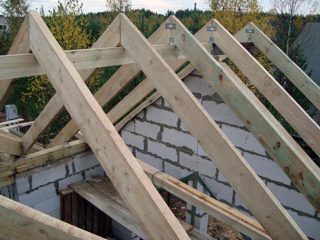 Возведение крыши своими руками на газоблочном доме
