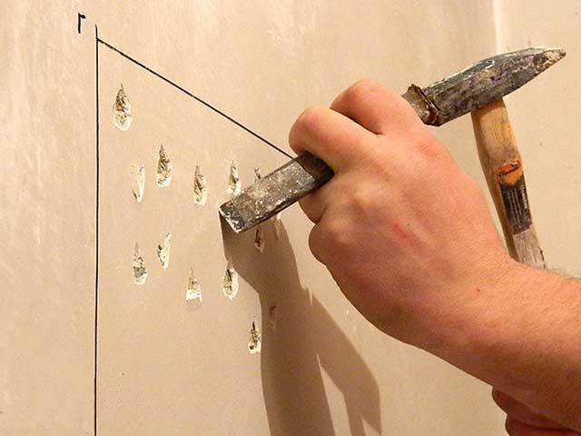 подготовить стеновые поверхности для штукатурных работ.