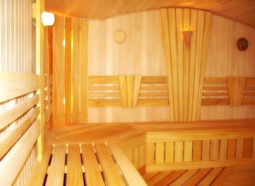 Оригинальные полки в бане