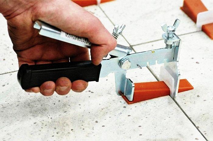 производим укладку керамической плиткой1