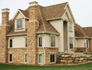 декор фасадов домов природным камнем