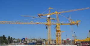 Б/у башенные краны: интеллектуальные инвестиции для строителей