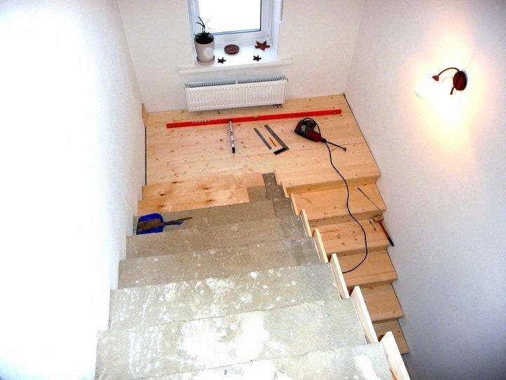 Как производится обшивка бетонной лестницы